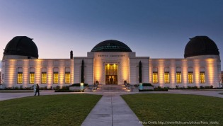 Photo of the front of the Griffith Observatory with the GTK camera obscura visible to the left of the main dome on the roof. Photo by Frank Steele.